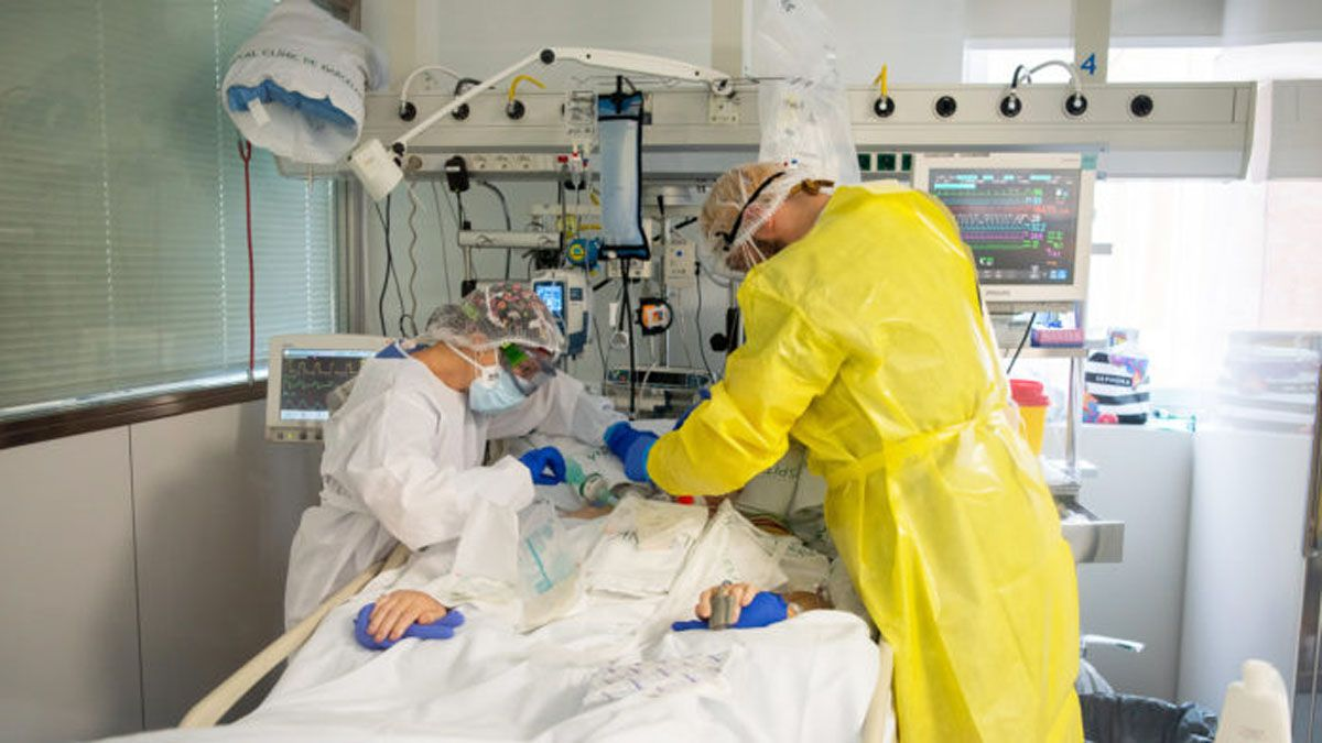 Hay mucho trabajo en los hospitales del país por el coronavirus. Preocupación por la cepa británica entre otras.