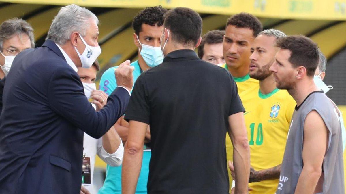 La AFA espera el fallo de la FIFA tras la suspensión del partido con Brasil.