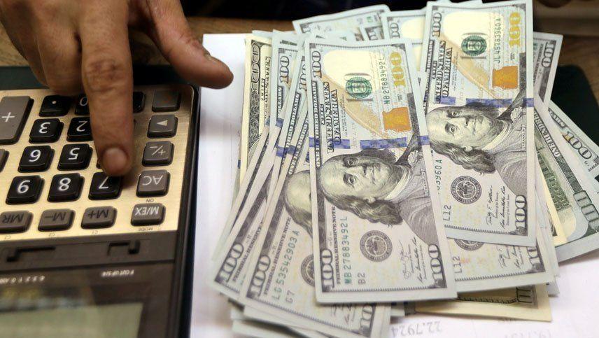Suben el dólar y el riesgo país tras el anuncio de la fórmula de Cristina Kirchner