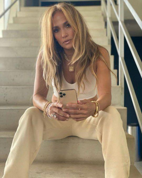 Jennifer López, soltera y blonda: el cambio de look que hizo estallar las redes