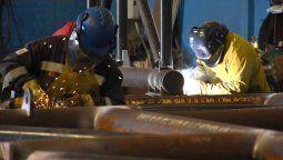 A la actividad industrial le salva las papas la energía y el petróleo