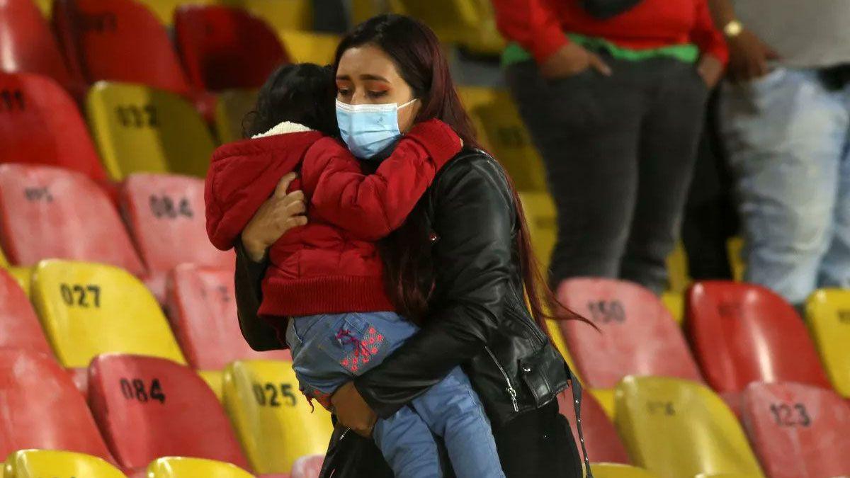 La violencia en el fútbol volvió con el regreso del público a los estadios de Colombia.