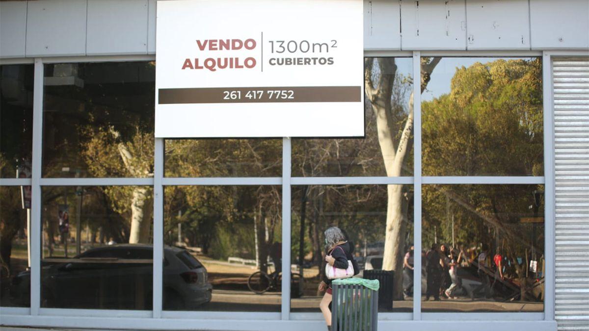El edificio está ubicado en calle Pedro Molina de Ciudad y que también tiene salida a Patricias Mendocinas.