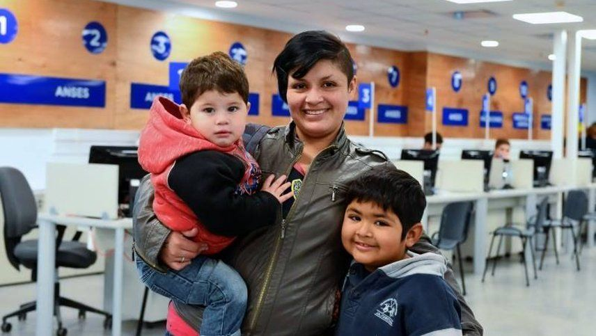 ANSES oficializó un aumento para la Asignación Universal por Hijo (AUH) y Asignaciones familiares