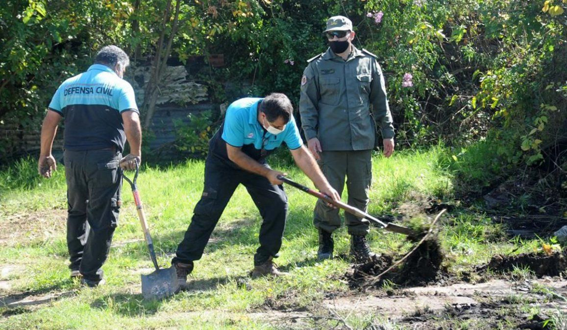 Efectivos de Gendarmería y personal de Defensa Civil estuvieron a cargo del rastrillaje en un terreno de Berisso en busca del cuerpo del estudiante de periodismo Miguel Bru