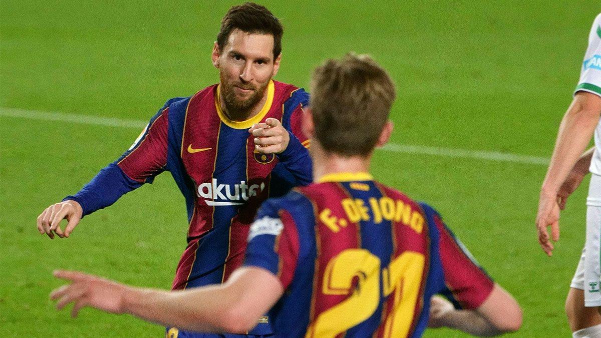 Messi hizo un doblete, Barcelona ganó y se acercó a la cima