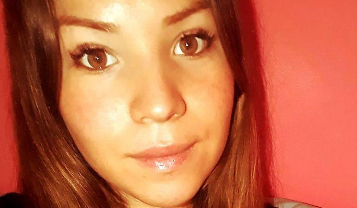 Brutal femicidio en pleno centro de La Angostura: El tipo le clavó el cuchillo en el medio del esternón