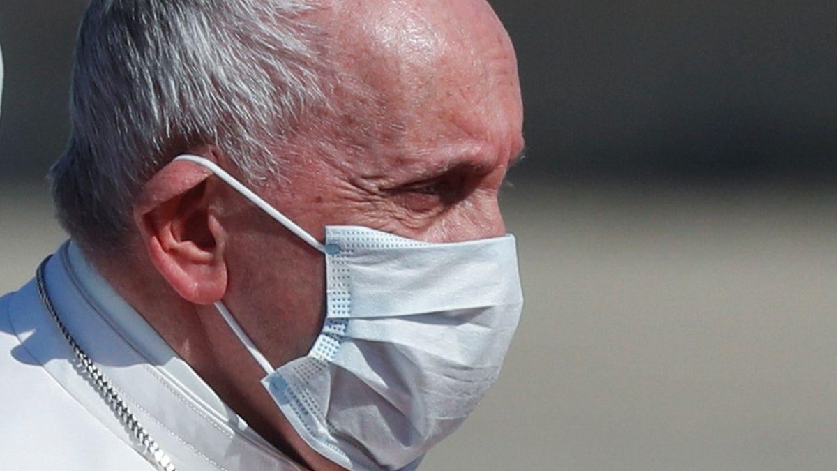 El papa Francisco, de 84 años, se recupera favorablemente según el parte médico.