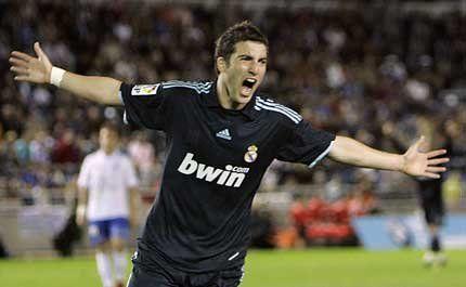 Gonzalo Higuaín hizo doblete en el Madrid y llegó a los 16 goles