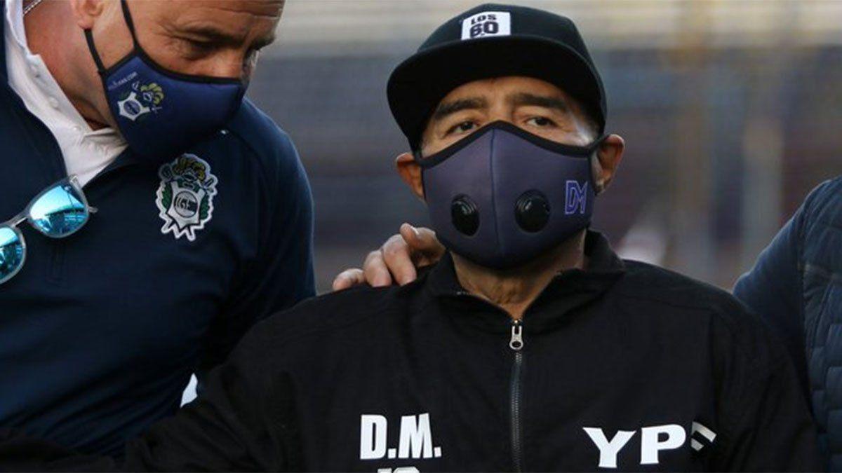 Diego Maradona mejora tras pasar una noche en el hospital, así lo confirma su médico personal