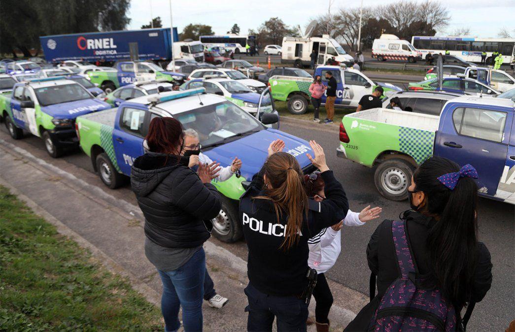 Caravanazo de la policía bonaerense en reclamo por mejores sueldos. Foto: NA.