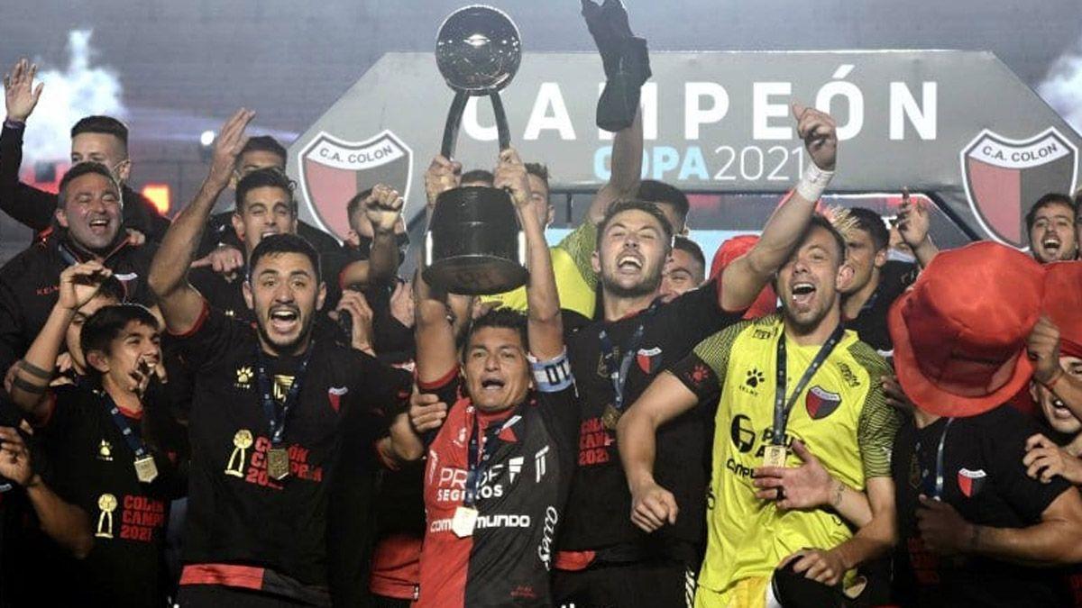 ¡Colón goleó a Racing y es el campeón!