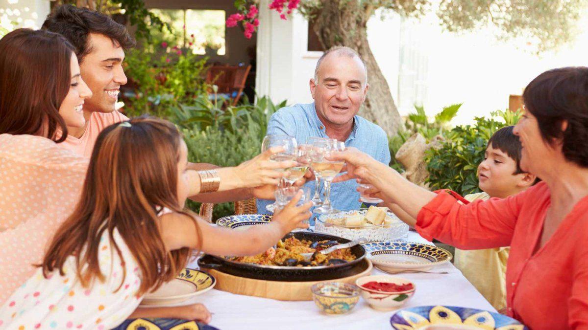 Las reuniones familiares están incluidas en las restricciones que anunció el presidente Alberto Fernández.