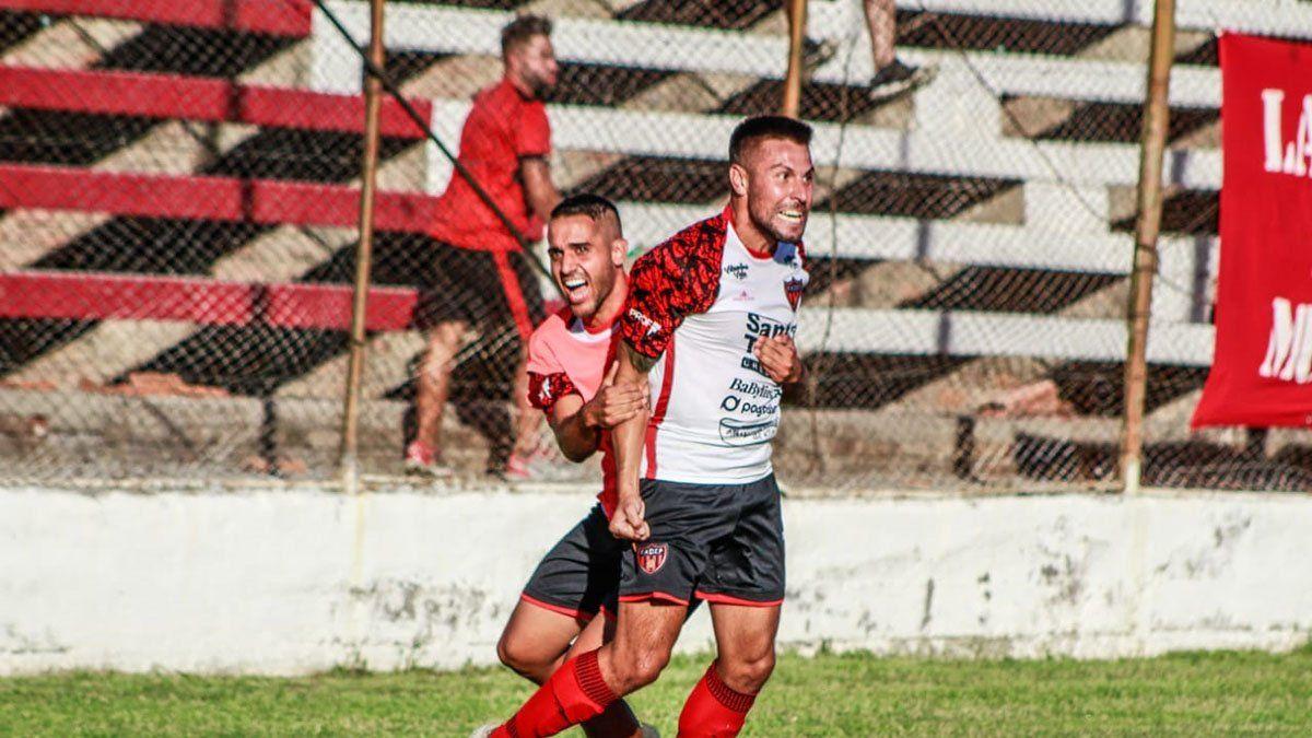 Juan Pablo Montaña gritaba su gol ante San Martín.