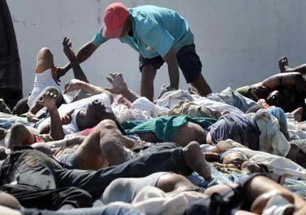 El gobierno de Haití estimó que hay entre 100 mil y 200 muertos