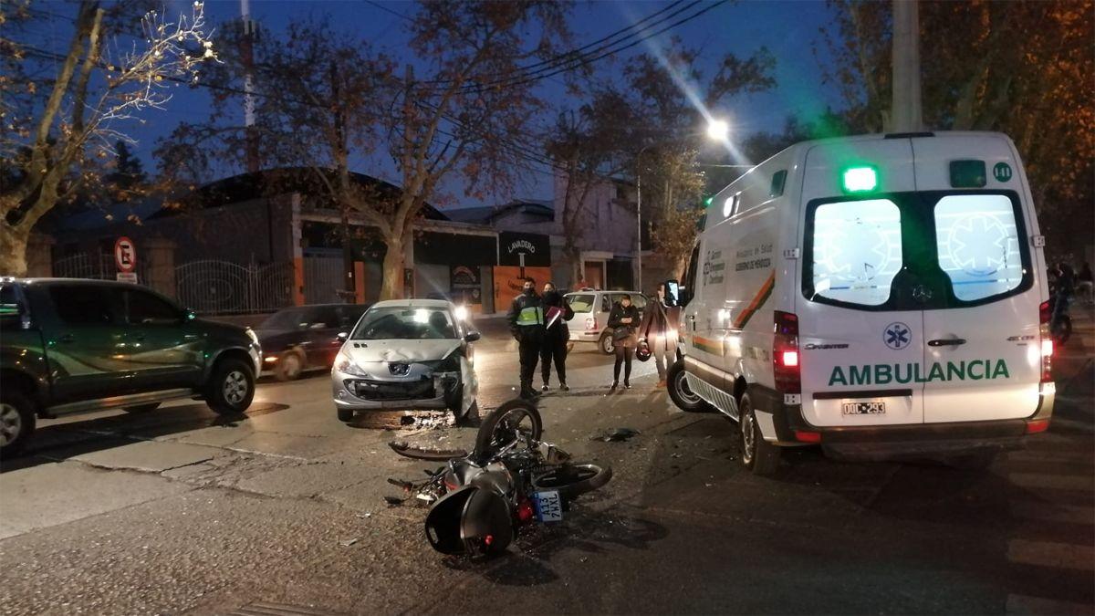 Un choque entre un auto y una moto provocó un gran caos vehicular