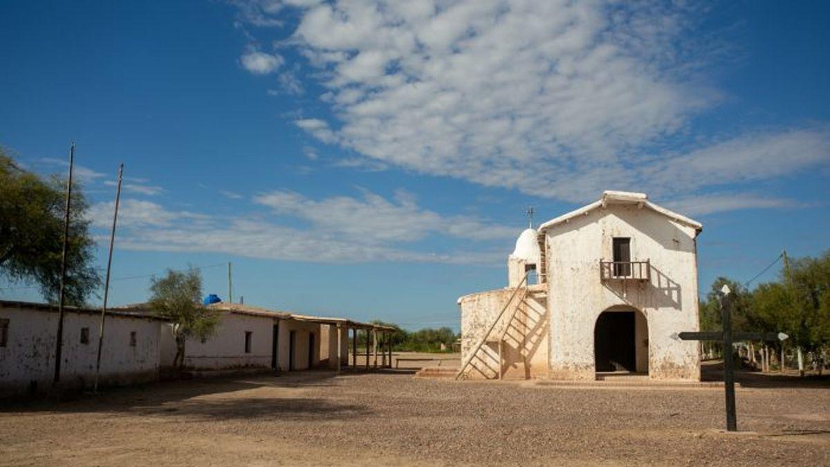 Trabajan en la consevación de la capilla Lagunas del Rosario.