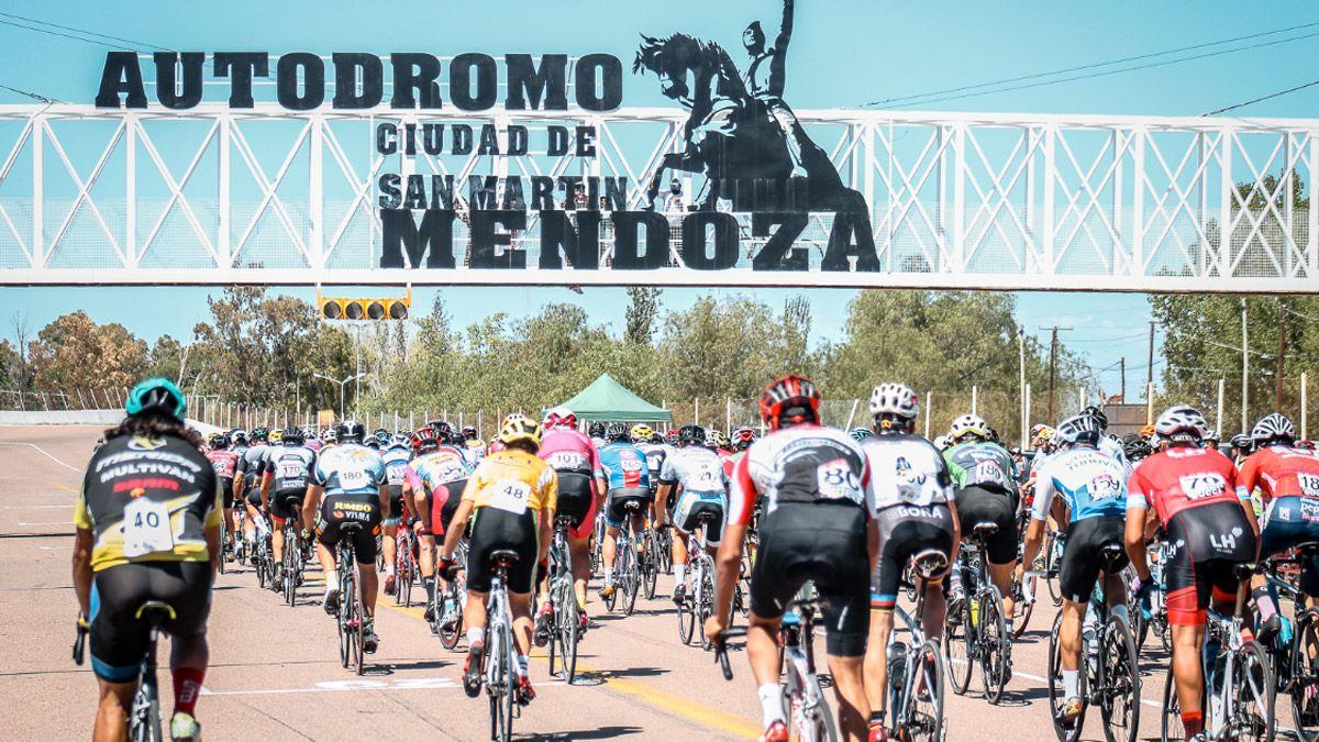Volvió el ciclismo y hubo fiesta en el Jorge Ángel Pena