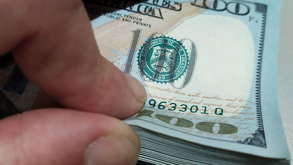 El dólar oficial aumentó cinco centavos en un día.