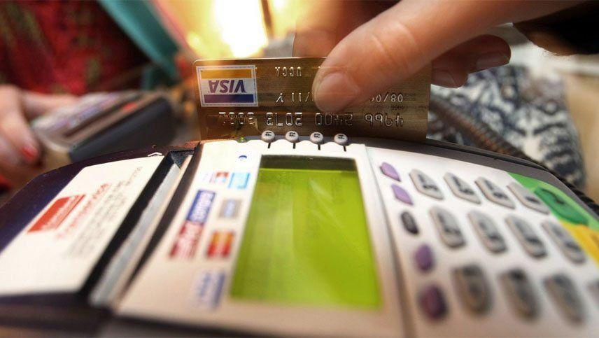 Nuevo cepo al dólar: qué pasa con las tarjetas, los viajes y las compras y extracciones en el exterior