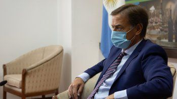 Suarez pierde a un ministro por un positivo de Covid