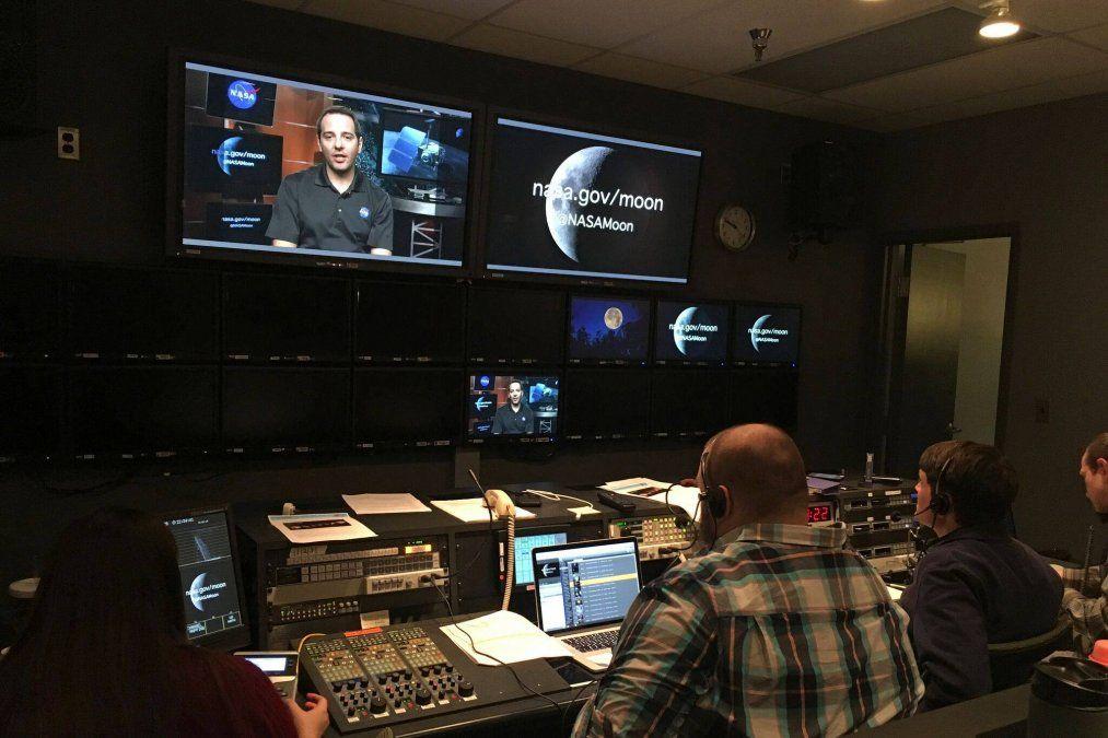 El mendocino Gerónimo Villanueva conectado a la sala de control de la misión espacial Mars 2020 que puso al rover Perseverance en la superficie de Marte.