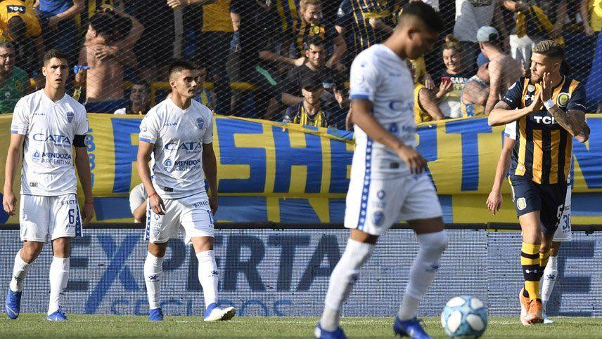 Godoy Cruz sufrió una durísima derrota ante Central que lo goleó 5 a 2