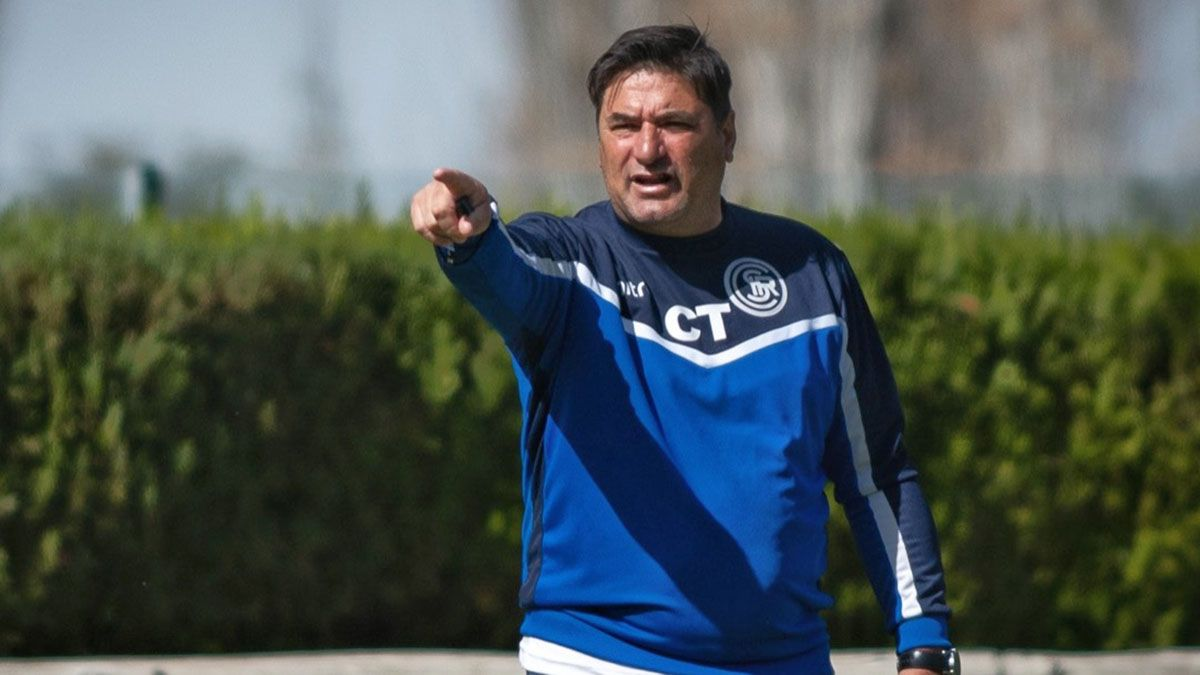 Marcelo Straccia se fue muy caliente por el arbitraje de Lucas Novelli.