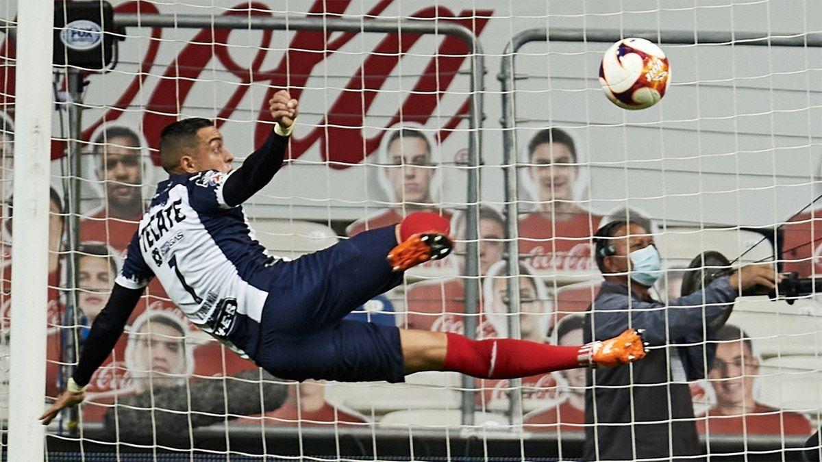 Rogelio Funes Mori alborotó el fútbol mexicano con un golazo