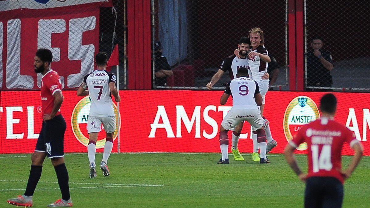 Lanús eliminó a Independiente en Avellaneda. (Fotos Fotobaires).