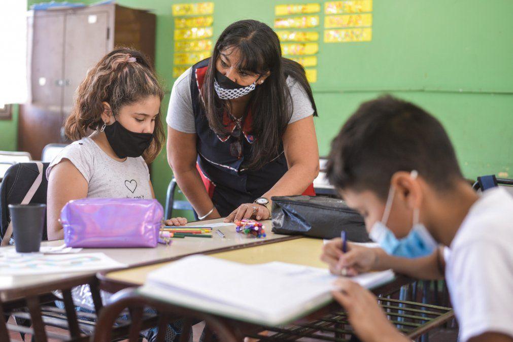 El gobernador de Mendoza y el director de Escuelas defienden las clases presenciales pero la Nación va por la virtualidad de acuerdo al riesgo epidemiológico en el Gran Mendoza.