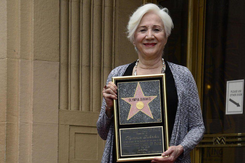 Dukakis alcanzó la fama casi veinte años después de haberse iniciado en la industria del cine como actriz.