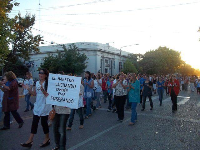 Los docentes de Alvear volvieron a marchar y rechazaron el 25% que ofreció el gobierno