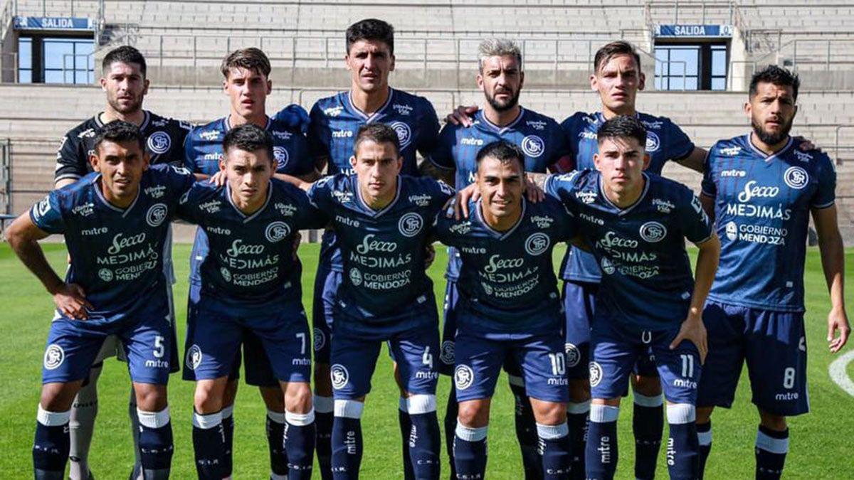 El plantel de Independiente Rivadavia tuvo que regresar desde Córdoba.