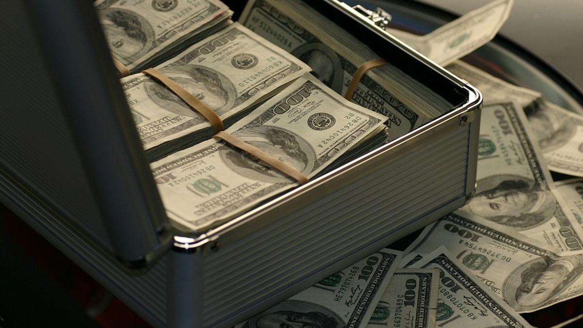 El dólar blue operó a $149 por unidad.