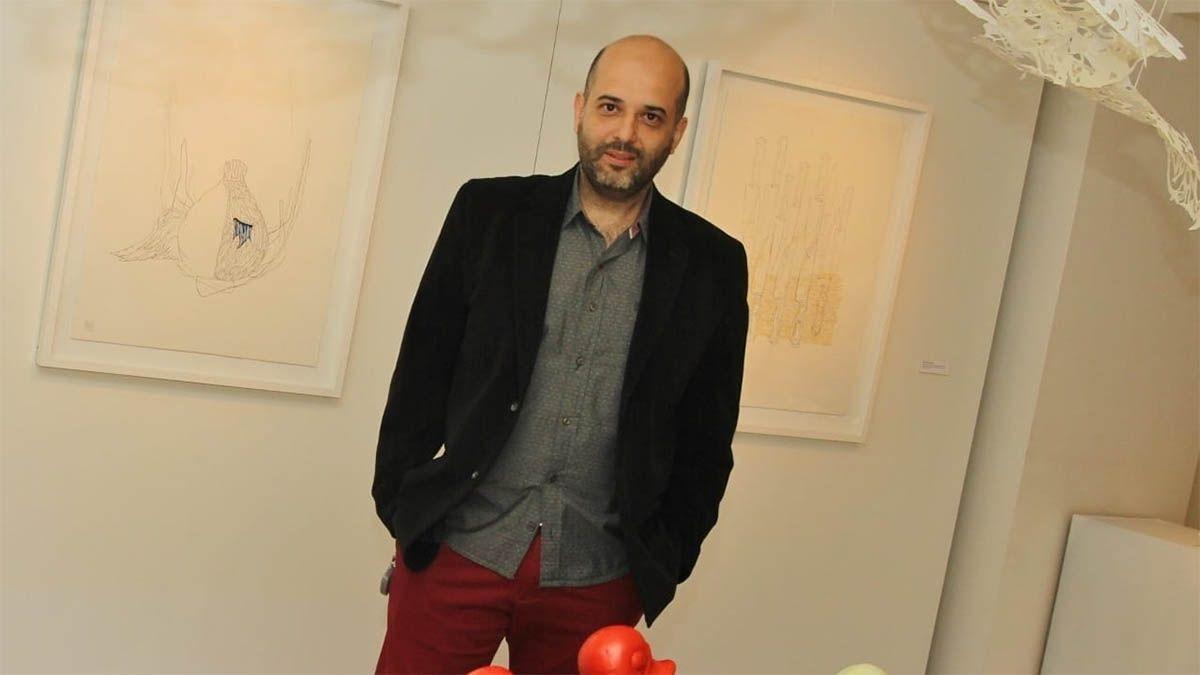 Daniel Rueda y un gesto para pedir la distancia social