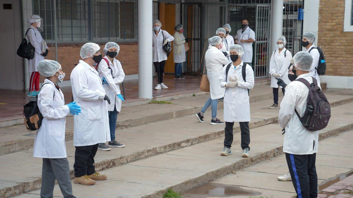 Clases presenciales: alrededor de 300 chicos volvieron a la escuela