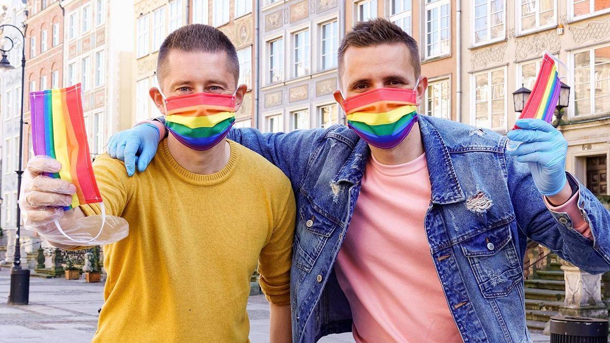 En Hungría una enmienda constitucional prohíbe la adopción a las parejas del mismo sexo.