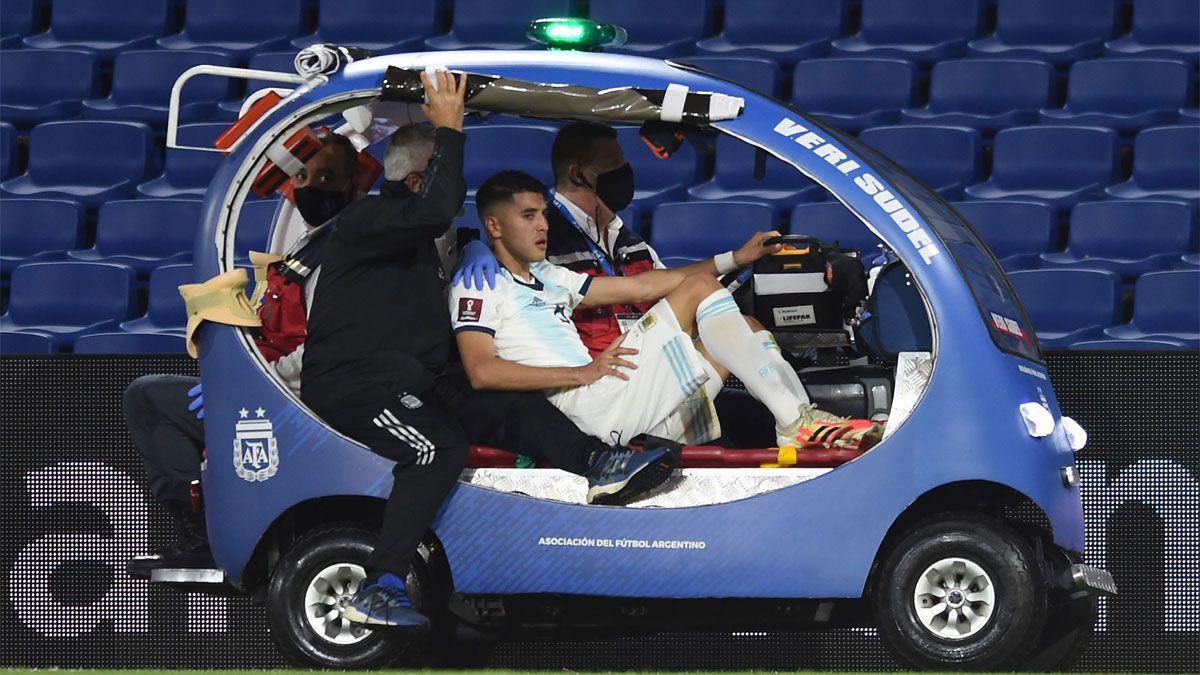 Palacios recibió un rodillazo en la espalda y tuvo que salir