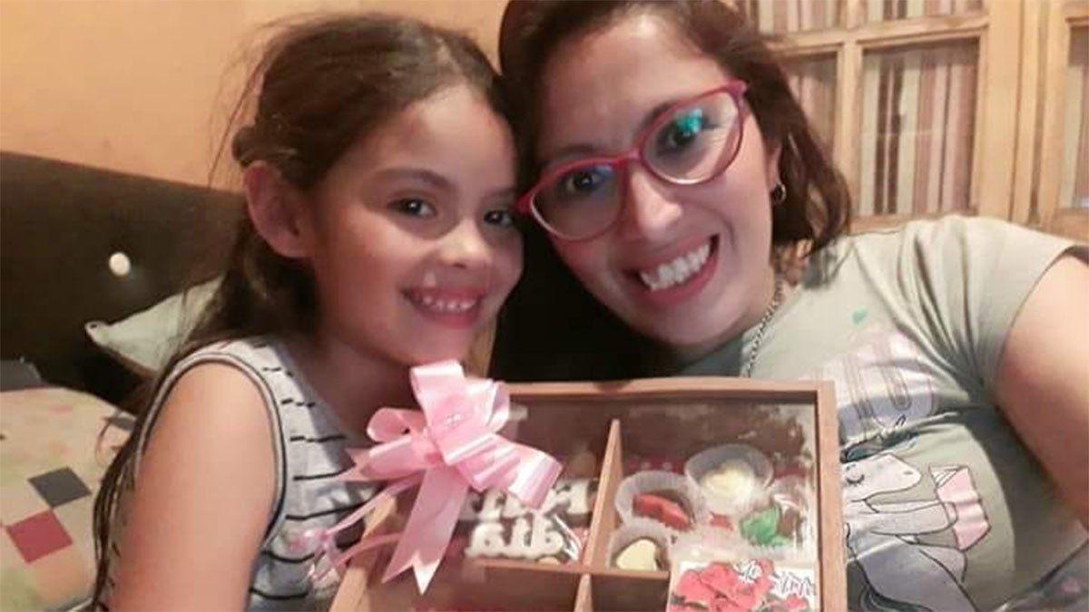 Evangelina Quiroga junto a su mamá Lorena Alfaro