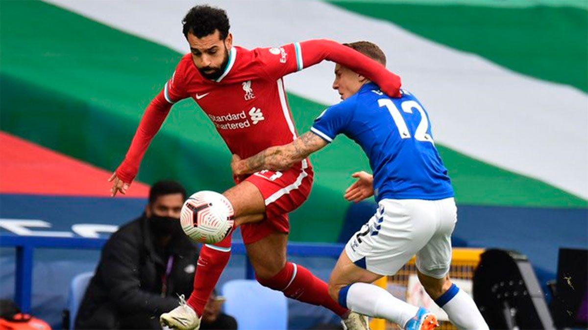 Liverpool y Everton igualaron con mucha polémica por el VAR
