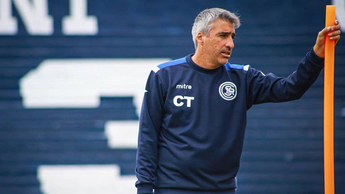 Gabriel Gómez seguirá siendo el DT de Independiente Rivadavia.