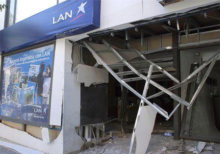 Explotó un artefacto frente a las oficinas de LAN en Neuquén