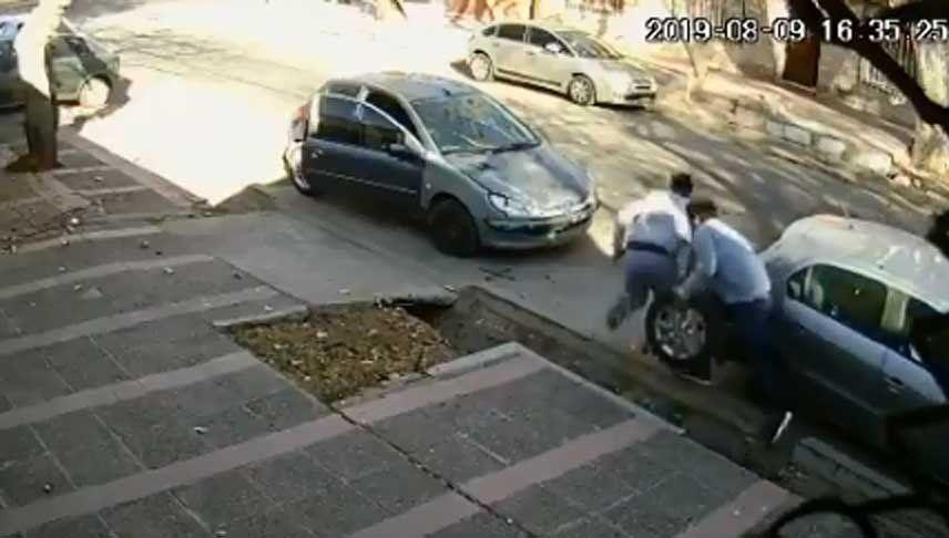 Video: en tan solo unos segundos se robaron la rueda de un auto en Ciudad