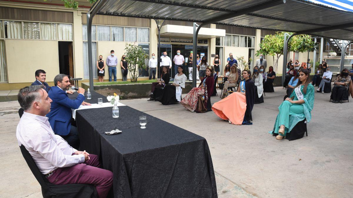 El presidente del INV Martín Hinojosa y el vice Hugo Carmona dieron la bienvenida a las soberanas y embajadoras