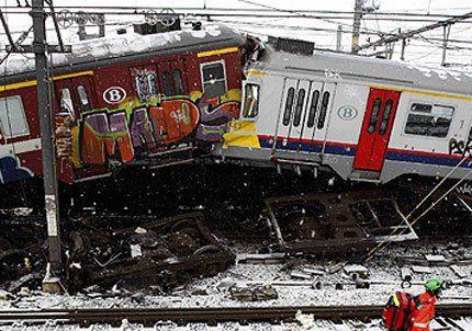 Chocaron dos trenes en Bélgica y hay al menos 25 muertos