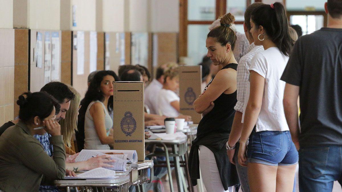 La C.N.E. pidió que el personal vinculado a las elecciones sea vacunado.