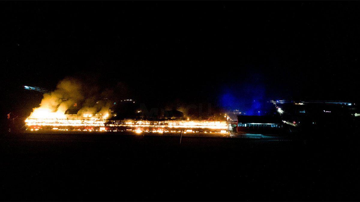 Un feroz incendio arrasó con el Autódromo de Río Hondo