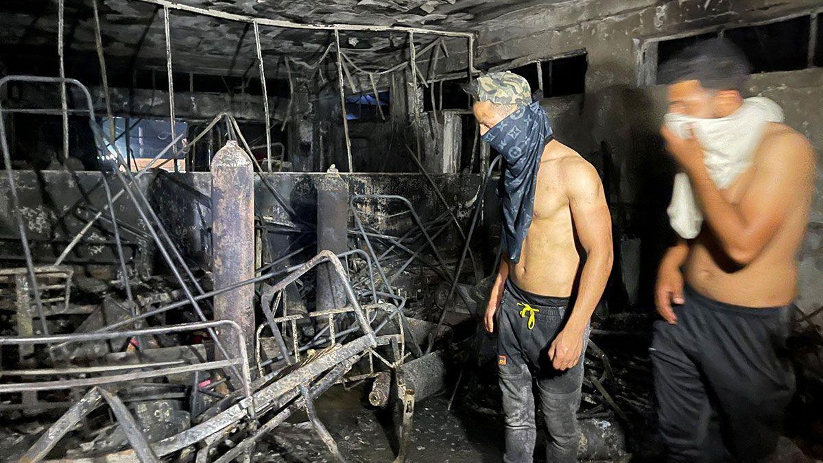 82 personas murieron y 110 resultaron heridas tras el voraz incendio en un hospital para pacientes con Covid en Irak