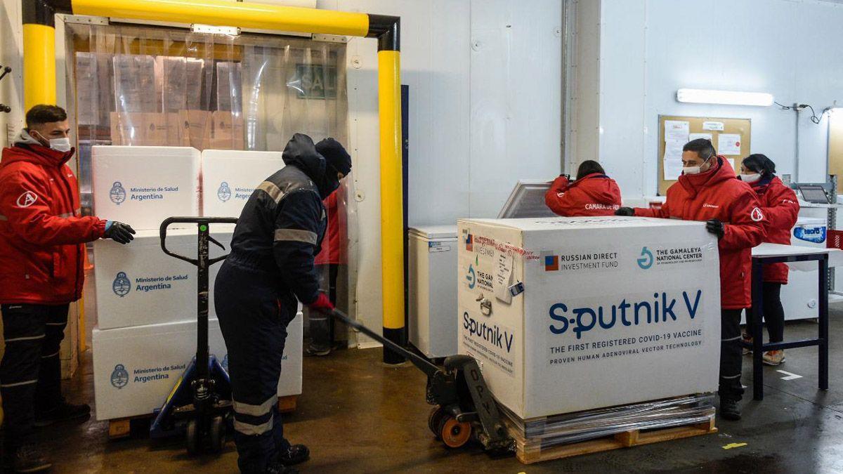 Medio millón de dosis del componente 1 de la vacuna Sputnik V arribaron a la Argentina a primera hora del lunes provenientes desde Moscú.